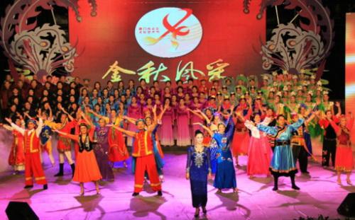 台灣、金門、漳州、泉州、廈門五地老年人合唱《我們都是一家人》(圖片來源:廈門市老年活動中心)